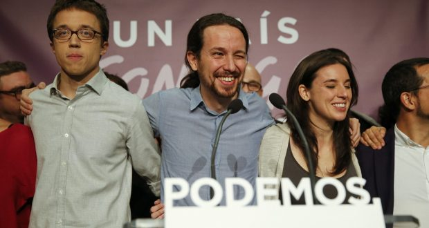 Podemos (We Can) party leader Pablo Iglesias (2nd L) stands with party members at party headquarters after polls closed in Spain's general election in Madrid, Spain, December 20, 2015.   REUTERS/Andrea Comas