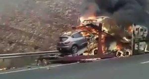 النيران تلتهم 5 سيارات بالطريق السيار بأكادير (فيديو)